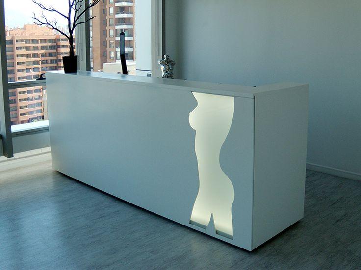 Mesón de recepción diseñado para la clínica de cirugía plástica Cirplast ubicado en la comuna de Las Condes en Santiago de Chile. Corresponde a un diseño personal elaborado mientras trabajaba para la oficina de arquitectura Dekomas.