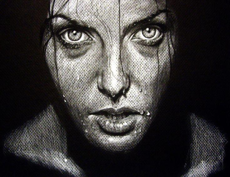Olga Noes técnica carboncillo. He elegido esta obra entre otras porque me transmite una expresión de dureza en sus ojos junto con unos colores oscuros que hacen que te centres mas en los ojos y su expresividad.