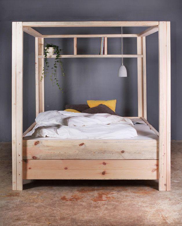 Rustikales Himmelbett aus Holz, minimalistisches Schlafzimmer / wooden four poster bed, minimalistic design made by FraaiBerlin via DaWanda.com