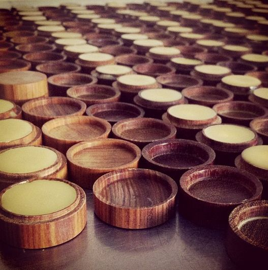 14 Examples of Sustainable Beauty Packaging - From Bamboo Blush Cases to Spherical Wooden Perfumes (TOPLIST)