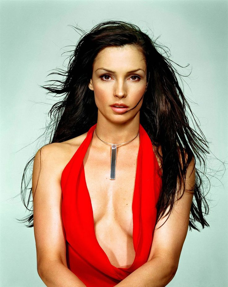 Famke Janssen a Bond girl as Xenia Onatopp in Golden Eye  #beautifulwomen