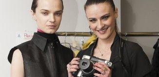 La Next Generation della moda affascinata da Fujifilm Instax