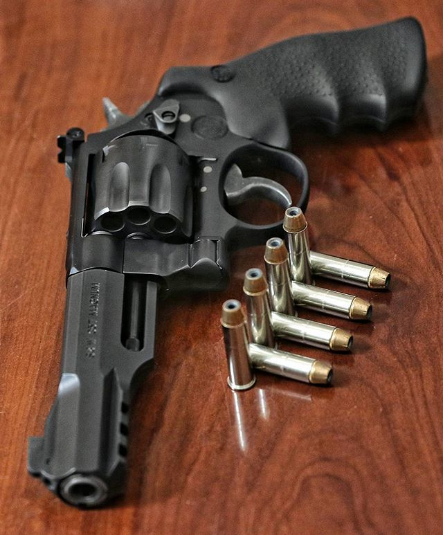 Simply badass. @smithwessoncorp Performance Center M&P R8 .357 Magnum 8 shot…