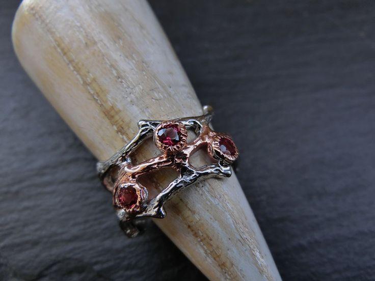 Ringe - Granat Ring Goldschmiedarbeit Sterlingsilber - ein Designerstück von Mira1910 bei DaWanda