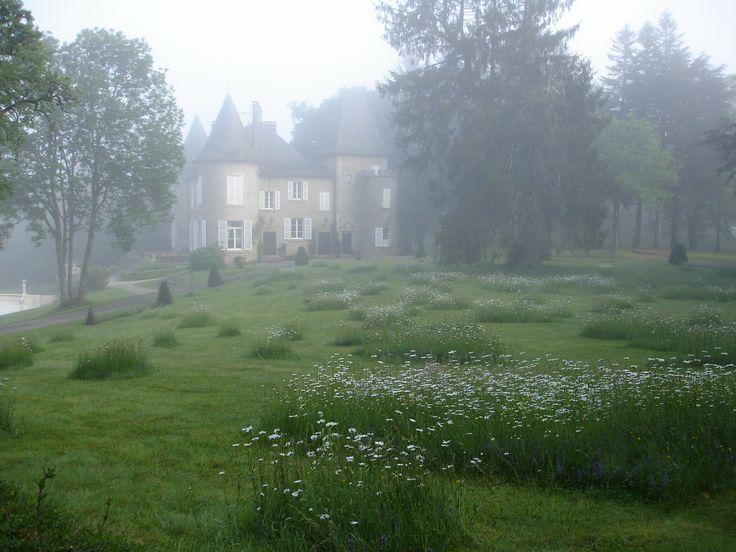 Ochtendnevel sluiert voor Chateau le Mialaret