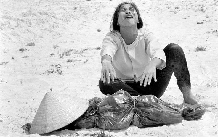 Den 30 april 1975 föll Saigon för nordvietnamesiska trupper och det tjugoåriga Vietnamkriget var över. Agneta Pleijel minns sin generations politiska uppvaknande och har läst en bok om den...