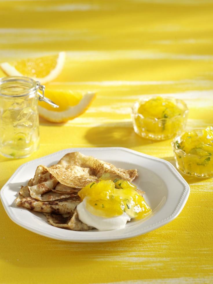 Vaniljainen appelsiini-basilikahillo sopii hyvin lettujen, pannukakun tai paahtoleivän kaveriksi. Ohjeen löydät täältä: http://www.dansukker.fi/fi/reseptej%C3%A4/hillot,_marmeladit_ja_hyytel%C3%B6t/vaniljainen_appelsiini-basilikahillo.aspx