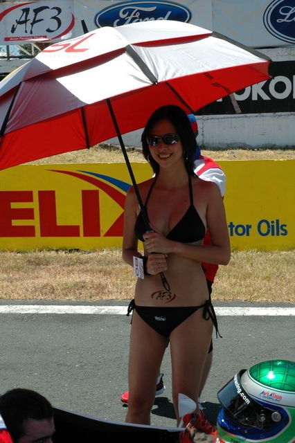Umbrella Girls / Gadis- Gadis Payung dari Indonesia ? - purnomocepuk blog
