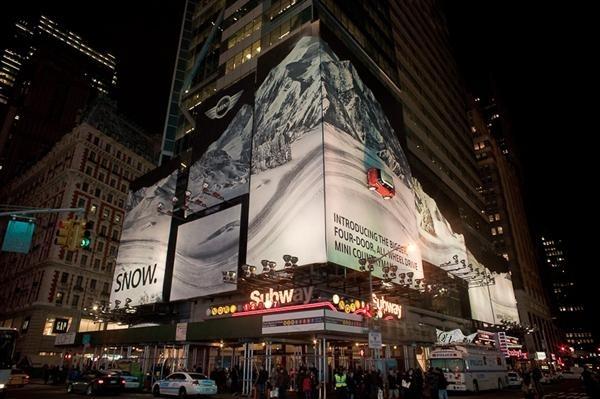 #MINI Countryman #TimesSquare #Takeover #Gold #OBIE #OOH