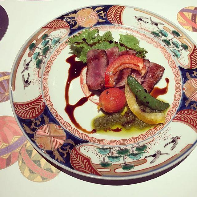 #hongkong #japanese #japanesefood #肉 #鹿児島牛 #和牛 #お刺身 #魚 #鰻 #うに #マグロ #季節のお野菜 #盛り合わせ #懐石料理 #葉月のおまかせ懐石  鹿児島牛A-4ランクを香港で頂けるなんて… お皿も和柄で素敵✨ 思わずペタペタ触っちゃいました☺️ 前菜からデザートまでお料理の盛り付けも全て芸術的で本当は全部写真に収めたかったけど、上司と一緒だったのでメインのお料理だけ、、☺️ 全て美味しゅうございました