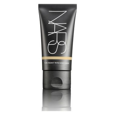An award-winning tinted moisturiser that hydrates and immediately brightens the look of skin.