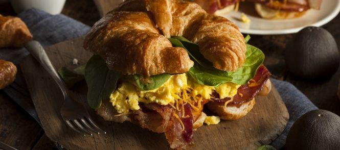 Bacon-ei Croissant recept | Smulweb.nl