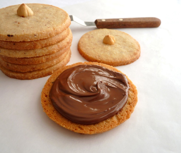 Hazelnut Nutella Sandwich Cookies   Cupcakes & Cookies!   Pinterest