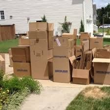 Some of the important aspects to consider include the location of the company. When moving to Chicago, you should hire a moving company in that area. There are a lot of moving companies there.
