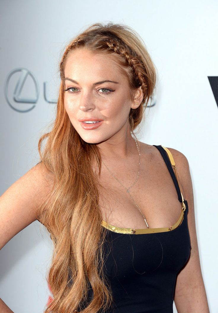 Lindsay lohan boob exposed on red carpet