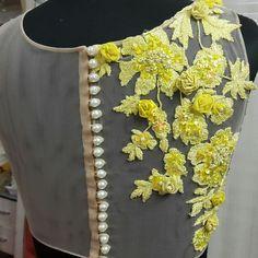 beautiful blouse design vao beautifull outfit ..awsome colour get it replicate at @nivetas design studio whatsapp +917696747289 visit us at https://www.facebook.com/punjabisboutique
