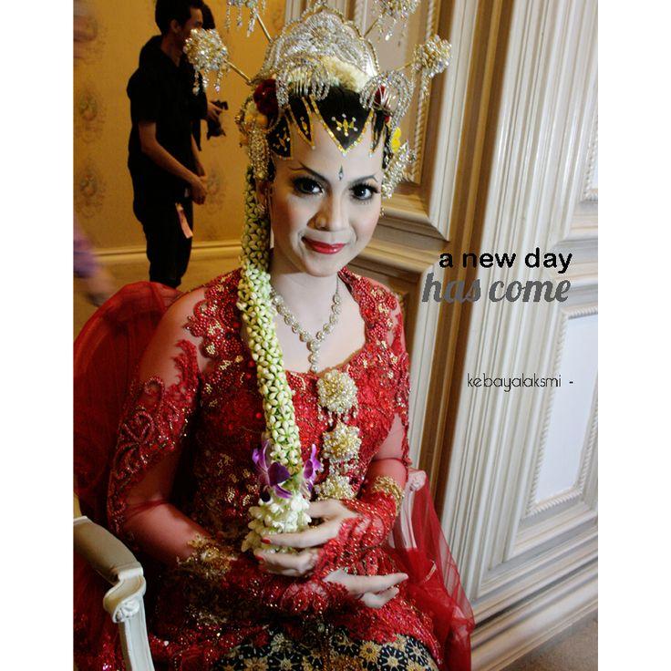 kebaya by laksmi #kebaya #kebayalaksmi #kebayasurabaya #weddingdress #kebayainspiration #gown