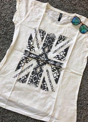 Kup mój przedmiot na #vintedpl http://www.vinted.pl/damska-odziez/koszulki-z-krotkim-rekawem-t-shirty/17315003-bialy-t-shirt-rozmiar-44-z-aplikacja