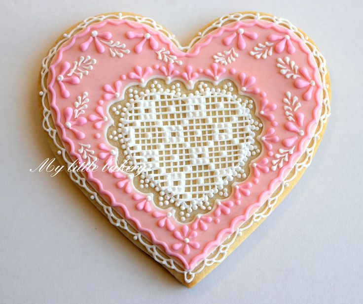 I think ithis is actually a cake or a cookie, and I'm not toatlly taken with the heart design, but how cool would it be to integrate a pretty vintage (or new handmade) doily into a hoop.: Sugar Cookies, Valentines Cookies, Heart Cookies, Pink Heart, Decor Cookies, Valentines Day, Heart Design, Big Heart, Royals Ice
