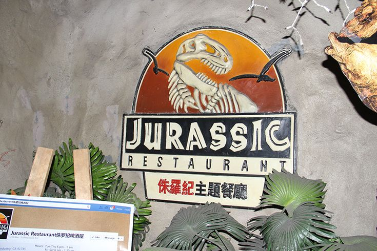 There's a Bootleg Jurassic Park–Themed Restaurant in Los Angeles | VICE United States