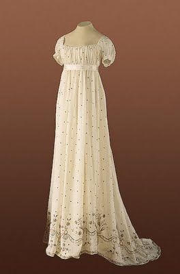Cream-colored ball gown c. 1800. This beautiful ch…