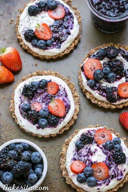 Granola Crust Breakfast Tarts with Greek Yogurt + Berries (Gluten Free + Refined Sugar Free) - Bakerita