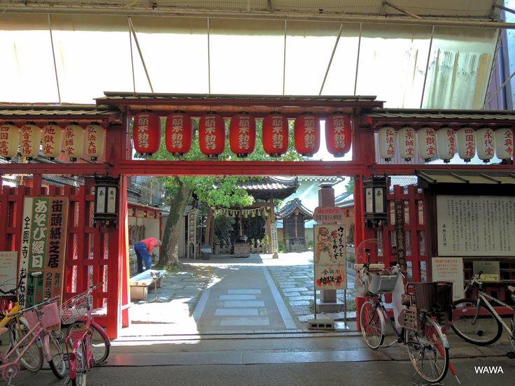 Senkou-ji temple / 全興寺は平野区平野本町4丁目12番21号にある真言宗の寺院。平野中央本通商店会(アーケード商店街)にも面した境内には「地獄堂」や「小さな駄菓子屋さん博物館」があり、1661年に再建された大阪府下でも最も古い本堂と共に楽しめる場所