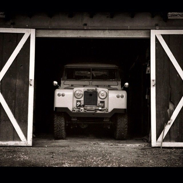 3704 best garage images on pinterest dream garage for Land rover tarbes garage moderne