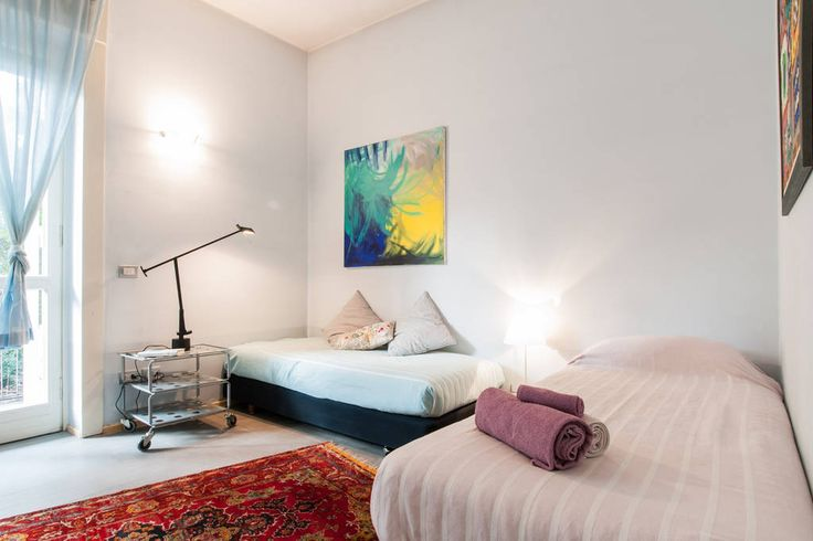 Гестхаус в Милан, Италия. A spacious private room with 2 single beds facing the private garden of the apt + private bathroom + private studio room to work and having breakfast (private fridge available) facing the condo garden. Located in Milan Bicocca area ad easily reach...