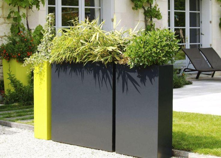 Jardini re design en fibre ciment brise vue vert sur le - Plante brise vue terrasse ...