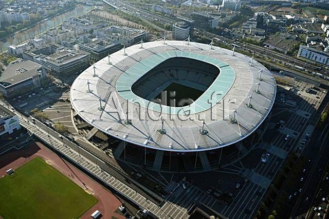 St Denis (93). Vue aérienne du stade de Françe d'une capacité de 81.338 places qui accueillera la finale du Championnat d'Europe de football 2016.