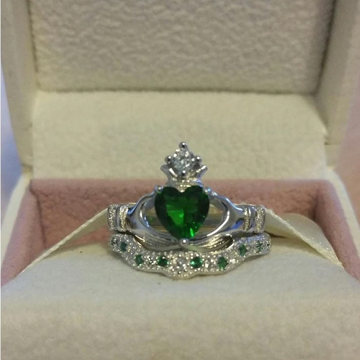 Silver Emerald Claddagh Wedding Engagement Ring Set