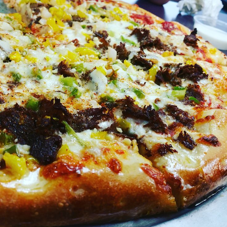 Double Philly Onions Green Peppers Chopped Banana Peppers Ranch in Pizza Sauce Extra Cheese Cajun Seasoning and Parmesan all over. [OC][1920x1920]