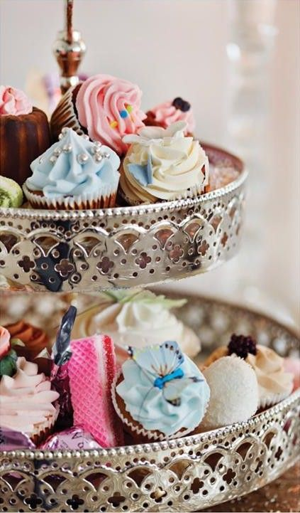 SweetSouthernCupcake Stands, Sweets, Antiques Style, Cupcakes Display, Two Tiered Cake, Beautiful Food, Minis Cupcakes, Teas Parties, Cupcakes Stands
