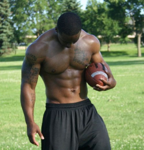 yep.... black athletes... can't figure out why bur so attracted to them!