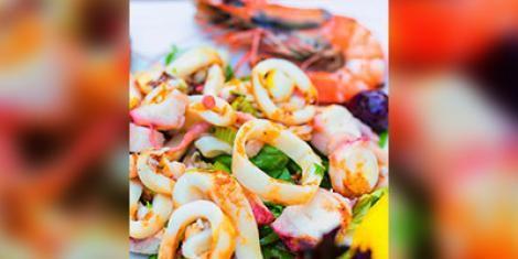 Salade van gegrilde calamares met cocobonen
