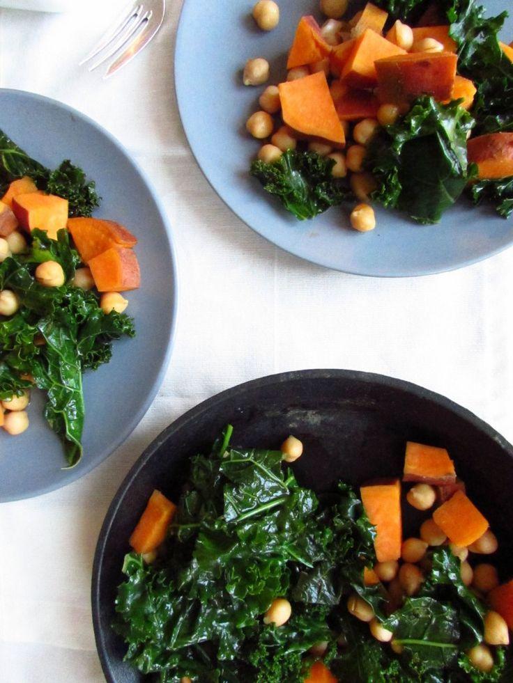 Süßkartoffel-Grünkohl-Pfanne mit Kichererbsen - Deine 20 Minuten zu einem gesunden Mittagessen