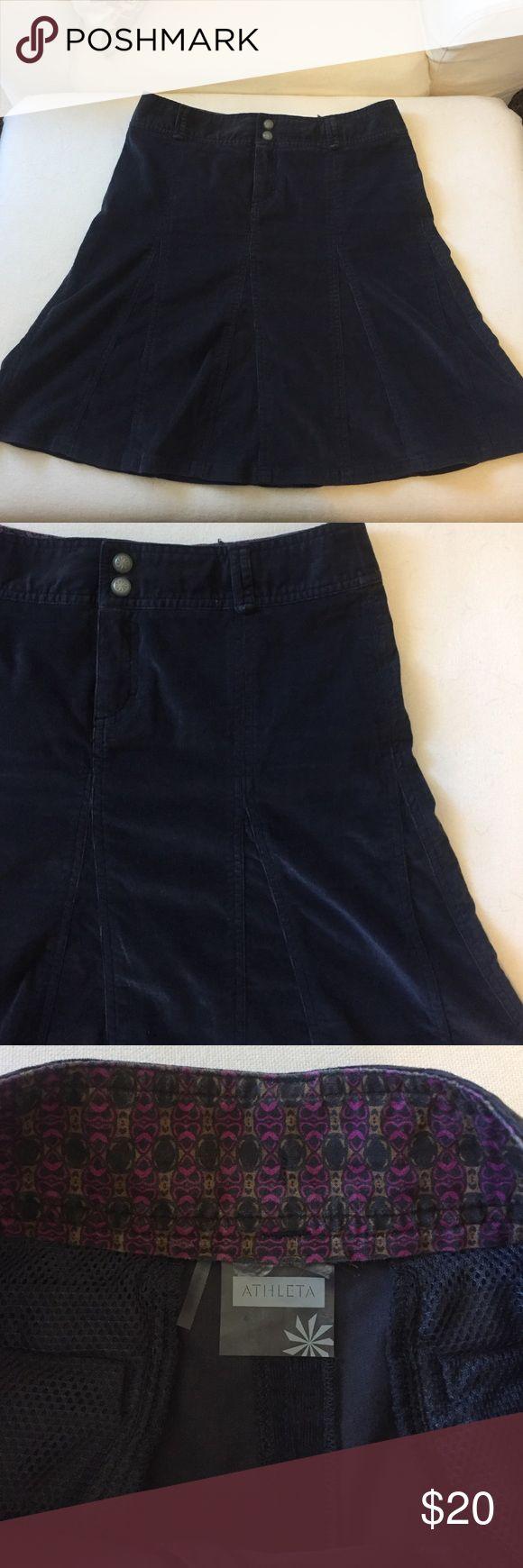 Gray Athleta skirt size 4 Adorable gray athletic skirt size 4. 98% cotton 2% spandex. Machine wash cold. Great condition like new Athleta Skirts Midi