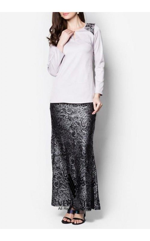 Exude sheer opulence for the coming festive season through this elegant baju kurung by VERCATO. Featuring metallic floral-inspired embroidery decorating the shoulder panels, this piece combines the demurity of traditional wear with the sophistication of modern times. SHOP here: www.vercato.com