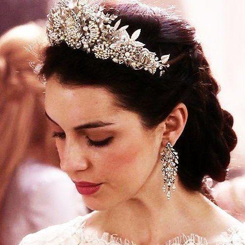 5 penteados para copiar da Rainha Mary, do seriado Reign (Reinado) #blogmelanges #penteado #hairstyle #marystuart #queenmary #reign  #reigncw #rainhamary #seriado #hair #adelainekane