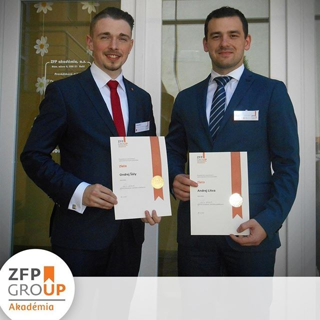 Svoje lektorské skúšky pred komisiou zložili 18.5.2017 aj ďalší dvaja odborníci na zlato - Ondrej Šály a Andrej Litva. Ak sa chcete naučiť o zlate a ako do neho investovať, môžete si byť istí, že dostanete tie najaktuálnejšie informácie od našich špecialistov. Gratulujeme a prajeme veľa úspechov.