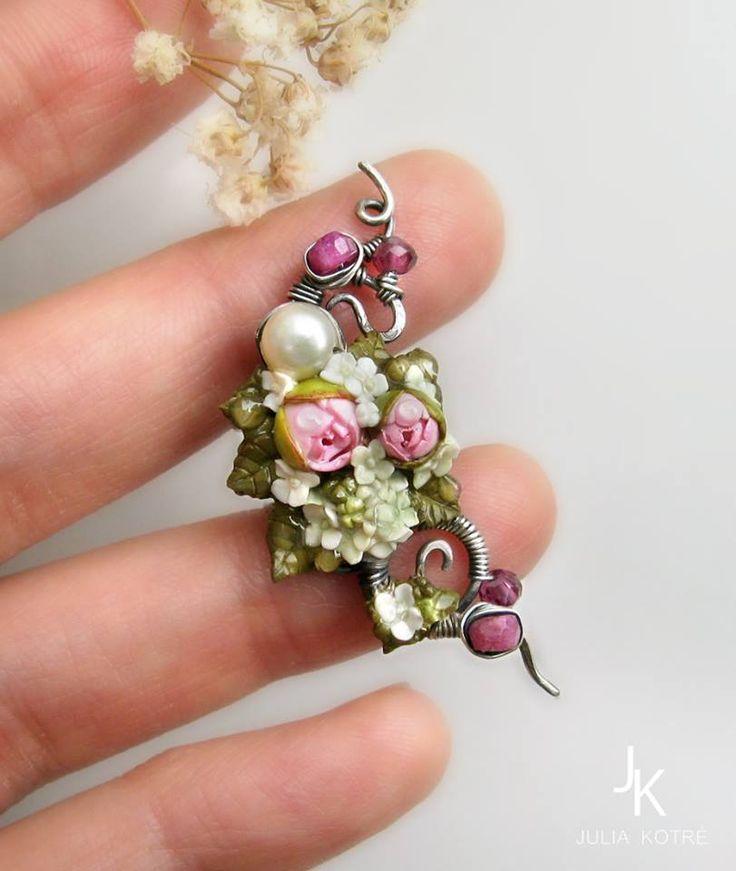 #silver #earcuff #floralearcuff #polymerclay #miniatureflowers #jewelry #juliakotre https://www.facebook.com/magicartjewelry
