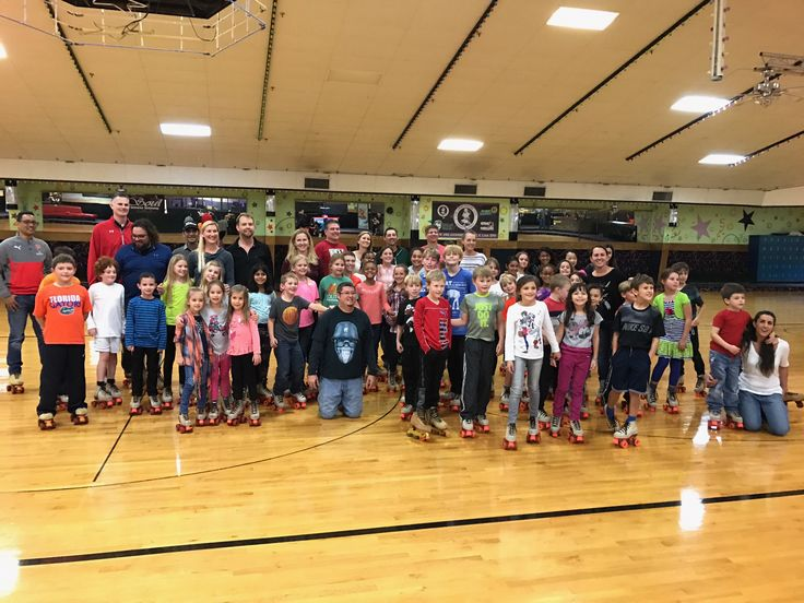 SEA Family Skate Night was a tremendous success. Children, parents and teachers had a wonderful time at Semoran Skateway! There was laughter, excitement and an undeniable energy. Great way to spend a Saturday evening!