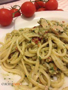 Pasta con pesto di basilico e pomodori secchi con tonno   CuciniAmO