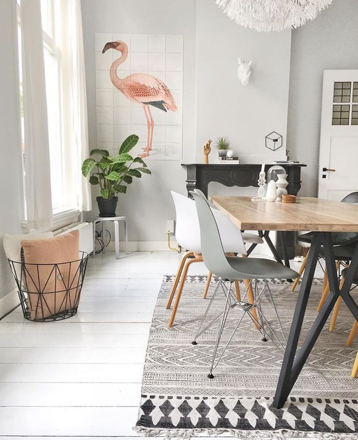 Flamingo Fever in your interior! Some pretty pastel wall decoration with IXXI.