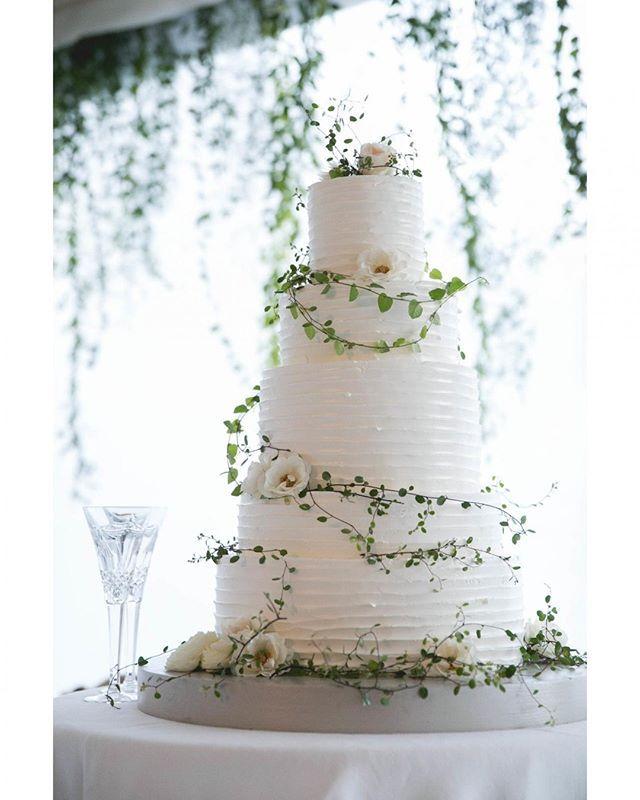 """""""Tasting tuesday. #yum #letthemeatcake @sashagulish . . . . . . .  #yifatoren #orenco #theOC #eventdesign #weddings #destinationwedding #eventproduction #specialevents #design #events #weddingplanner #eventplanner #tabletop #cake #weddingcake #ivy #buttercream #slice #champagne #toast #draping #whiteonwhite #tasting"""" by @orenco.co. #이벤트 #show #parties #entertainment #catering #travelling #traveler #tourism #travelingram #igtravel #europe #traveller #travelblog #tourist #travelblogger…"""