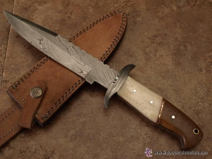 Cuchillo De Caza De Acero De Damasco Con Mango De Madera Y Hueso Funda De Piel Foto 1 Acero De Damasco Cuchillos De Caza Mangos De Cuchillos