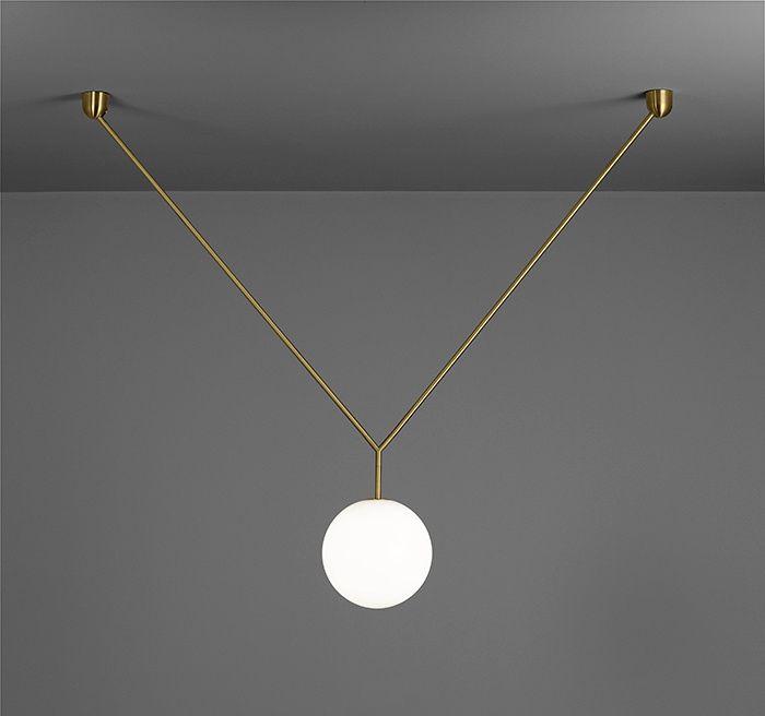Suspensions en verre : Suspension Notch, Michael Anastassiades (Flos).