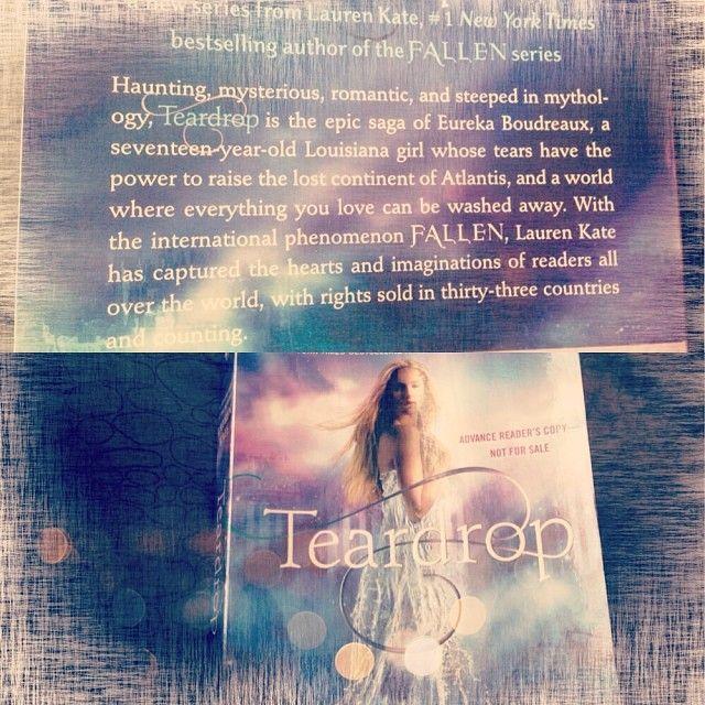 If you liked Lauren Kate's 'Fallen' series, take a dive into 'Teardrop' - a romantic, scifi experience. @laurenkatebooks #teardrop #seventeensocialclub