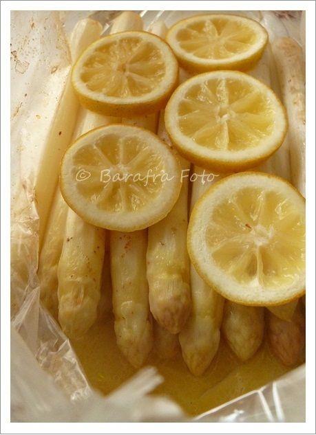 Spargel im Bratschlauch mit Zitronenscheiben